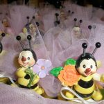 Bomboniere con api realizzate a mano e sacchetto di tulle